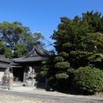 青秋空の神社